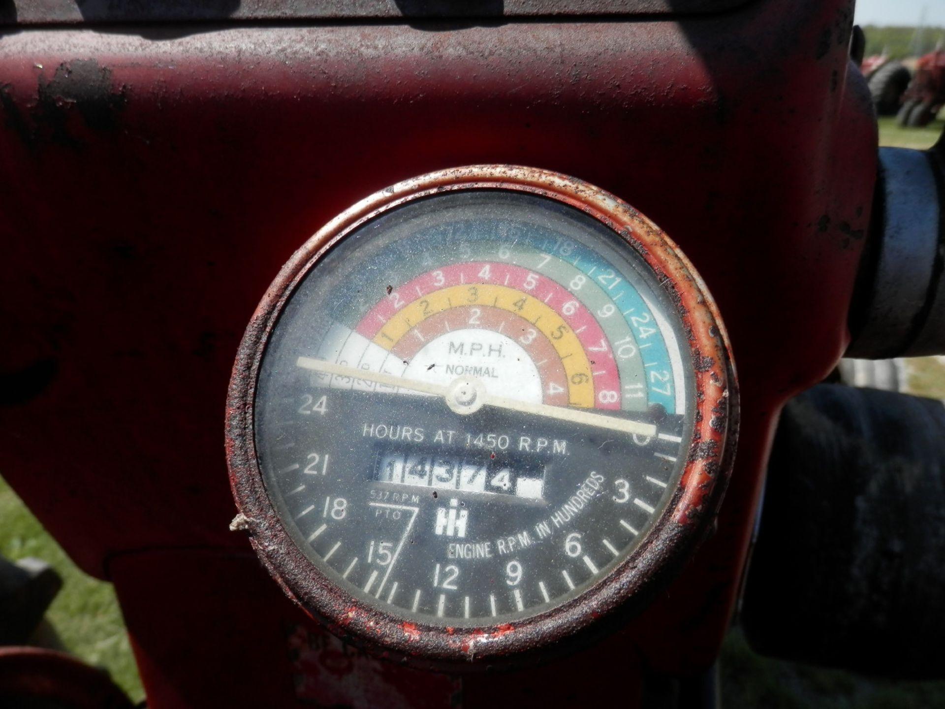 INTERNATIONAL FARMALL 450 Gas TRACTOR - Image 6 of 8