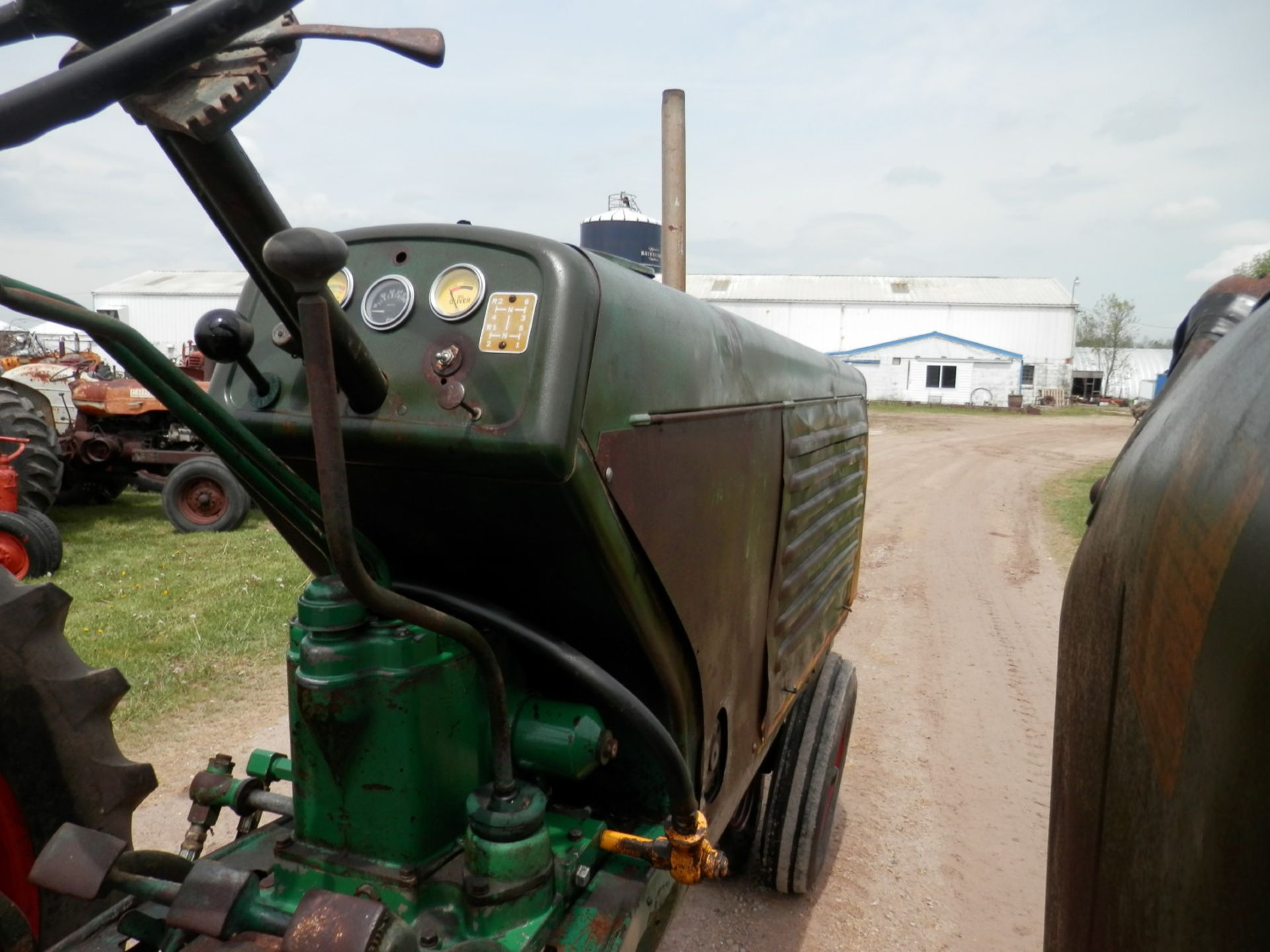 """OLIVER ROW CROP """"77"""" TRACTOR - Image 11 of 13"""