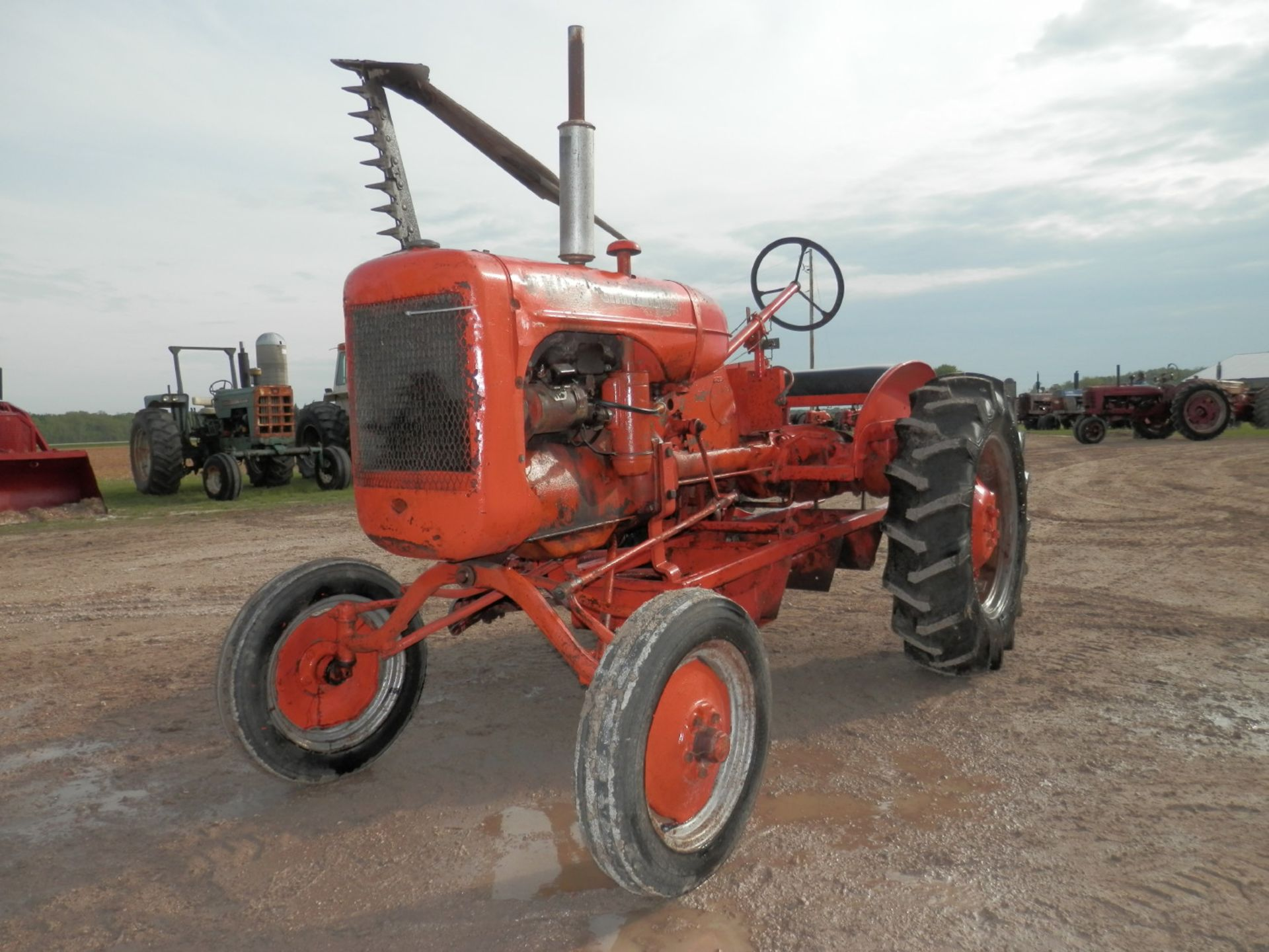 ALLIS CHALMERS B TRACTOR w/6' SICKLE MOWER - Image 3 of 9