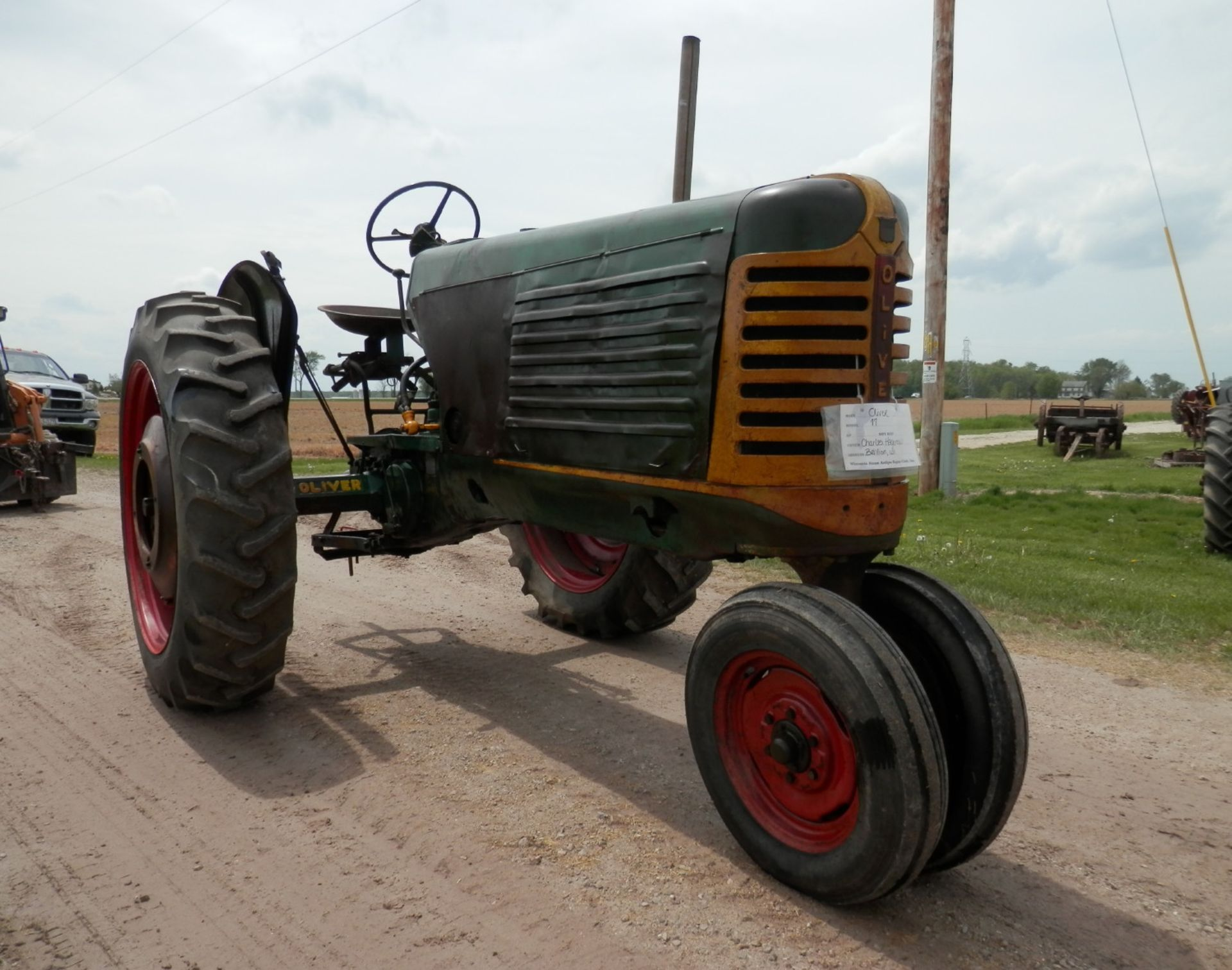 """OLIVER ROW CROP """"77"""" TRACTOR - Image 2 of 13"""