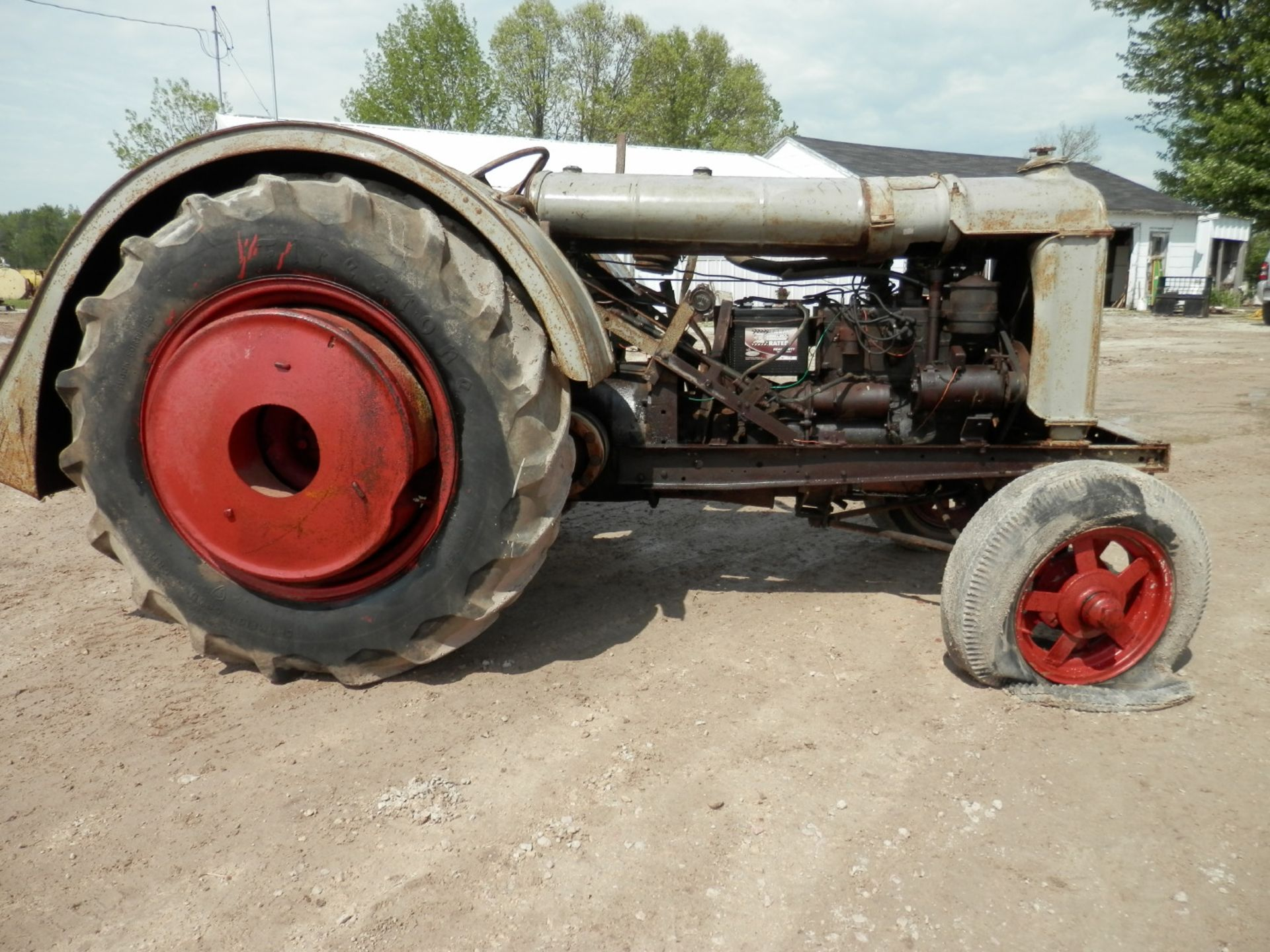 """FORDSON """"DONKEY"""" TRACTOR - Image 3 of 10"""