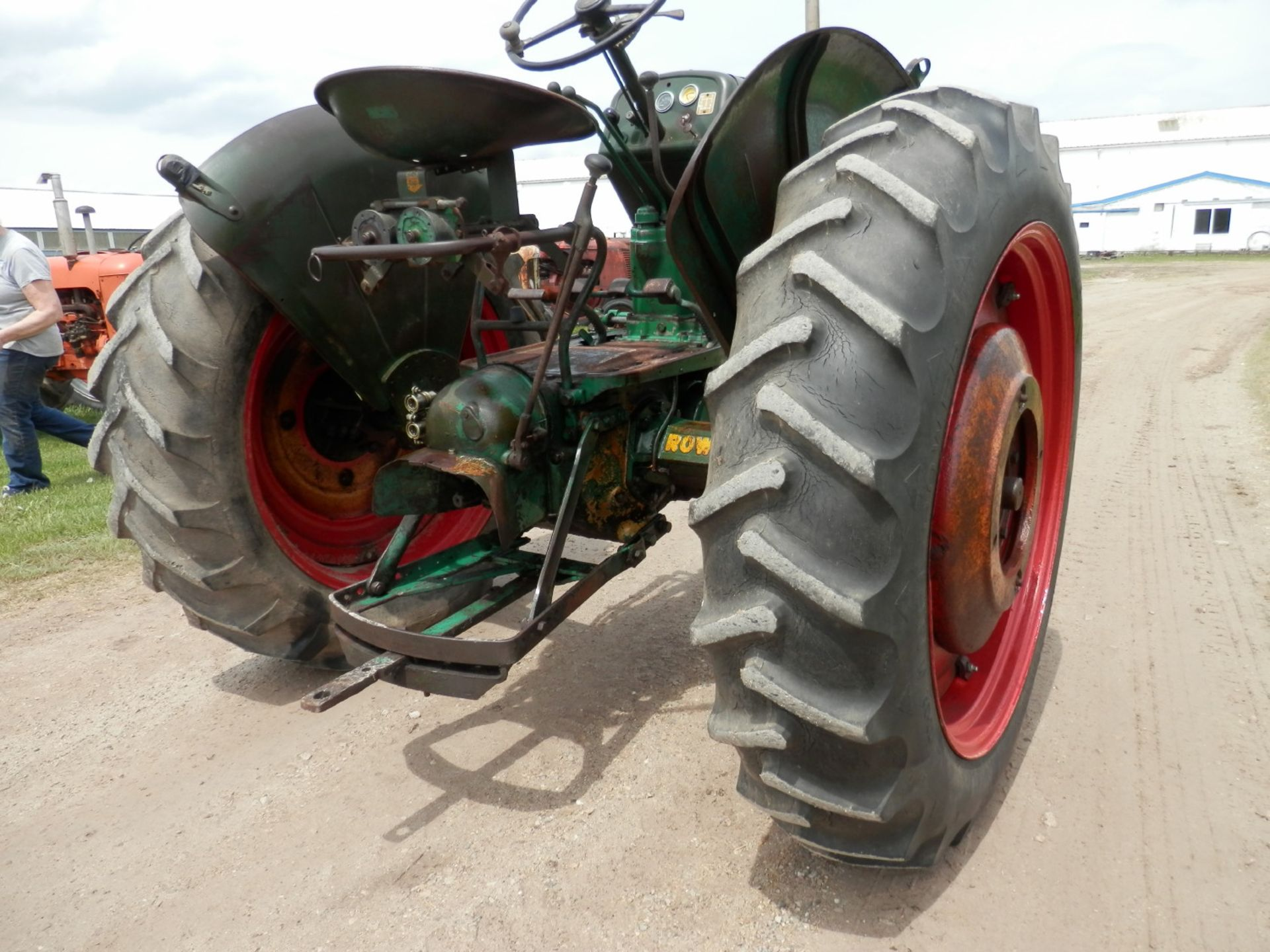 """OLIVER ROW CROP """"77"""" TRACTOR - Image 10 of 13"""