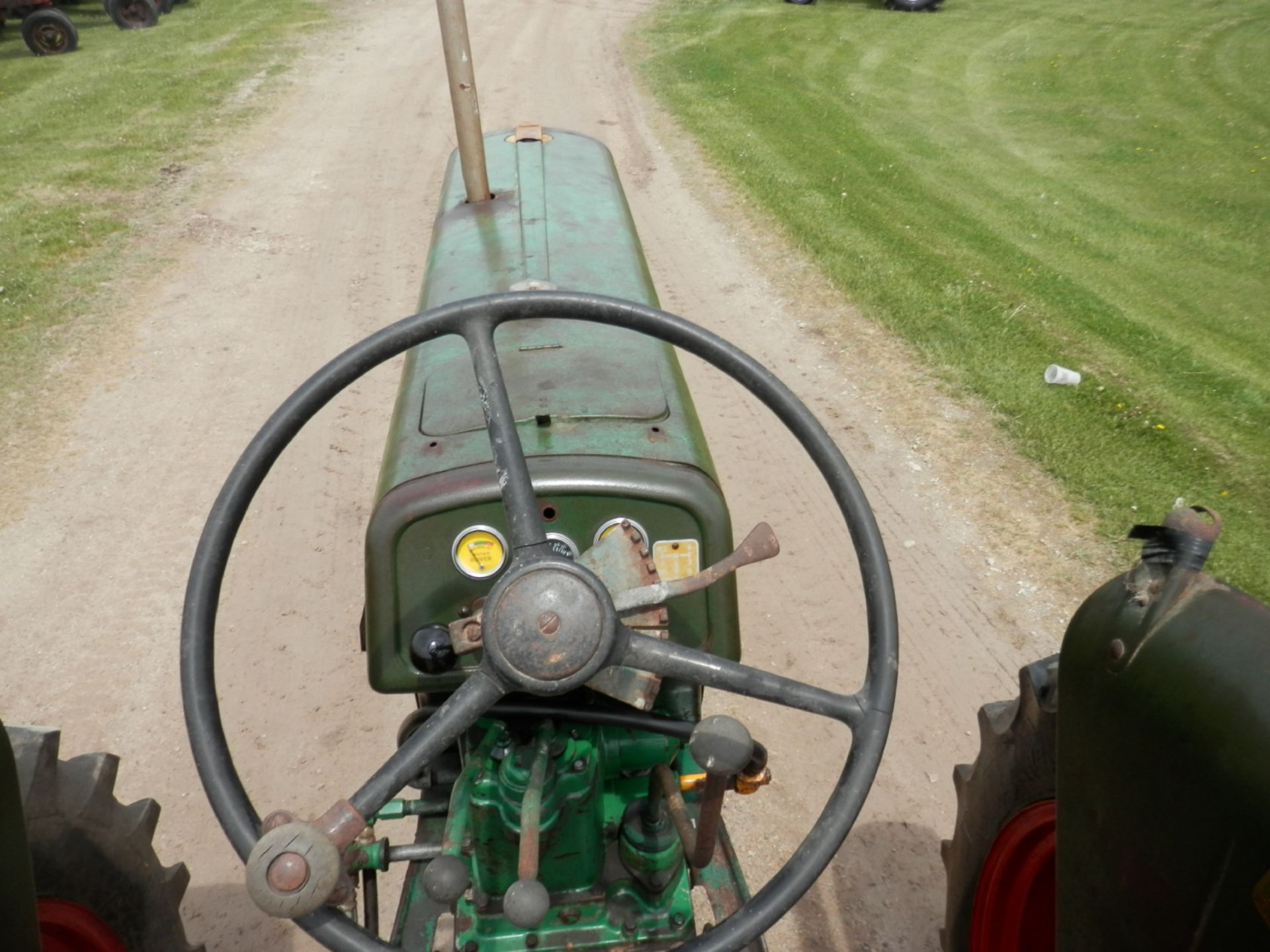 """OLIVER ROW CROP """"77"""" TRACTOR - Image 8 of 13"""