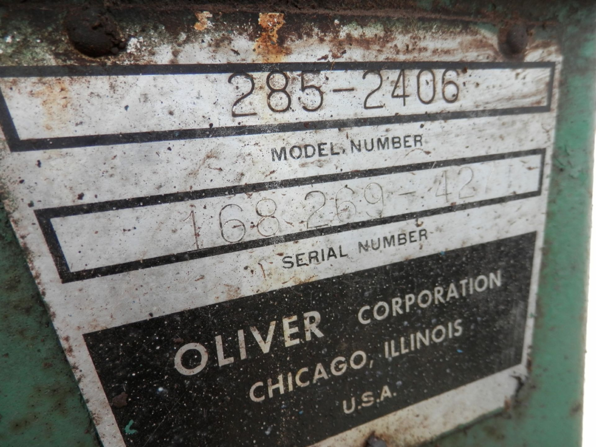 OLIVER 1850 TRACTOR - Image 5 of 5