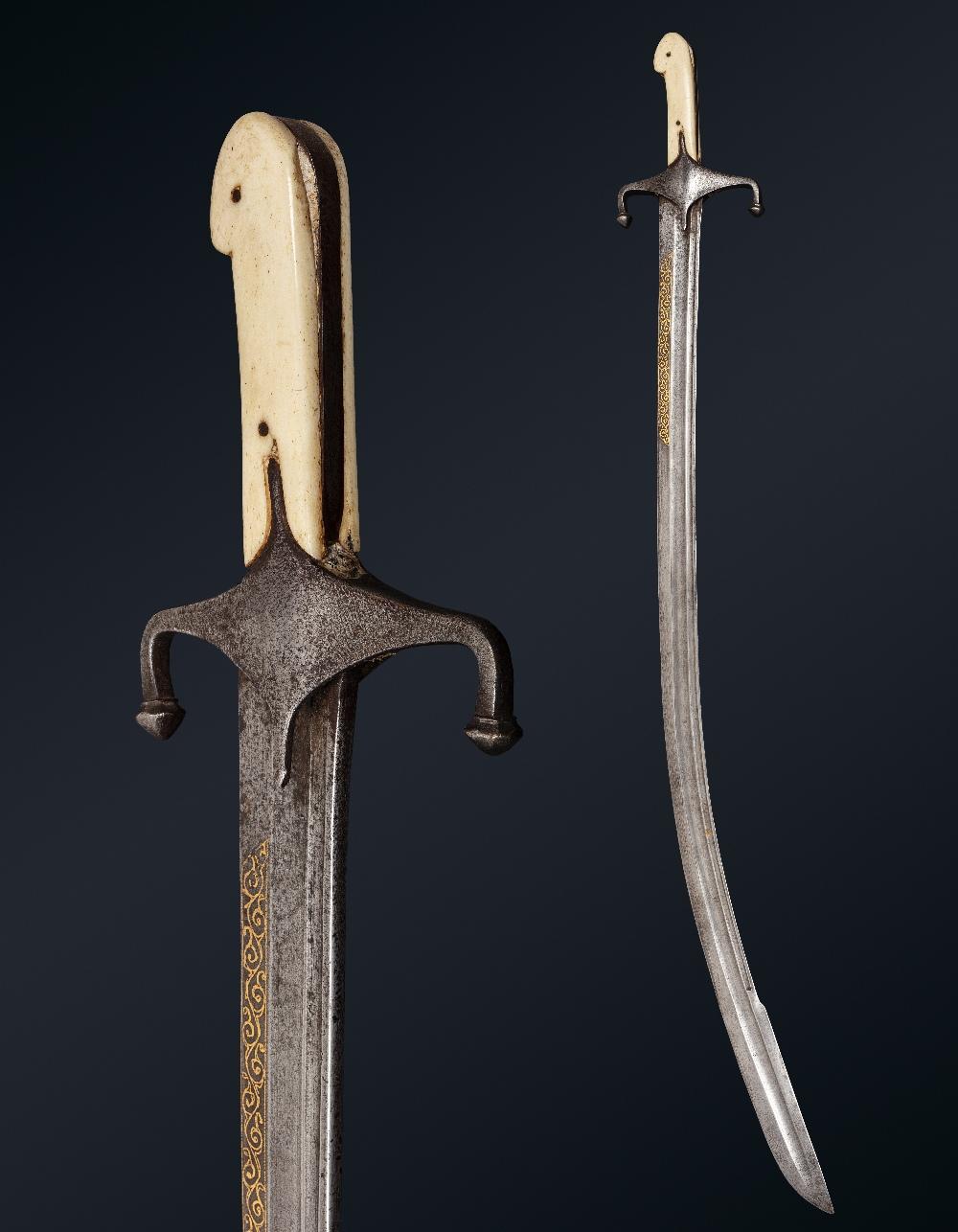 Kilidj pour l'ArabieIran, vers 1850 A poignée à plaquettes en os, à quillons inversés forte lame