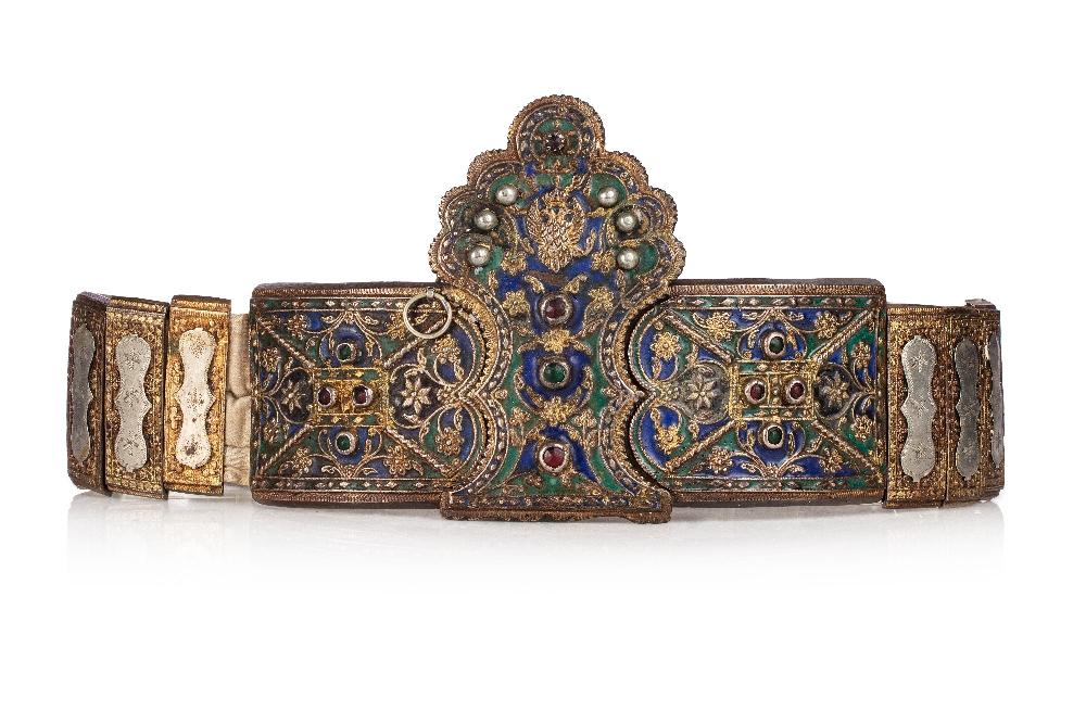 """Ceinture de mariage """"Zonari me tin corona""""Grèce, Soufli, XIXe siècleEn bronze doré et émaillé"""
