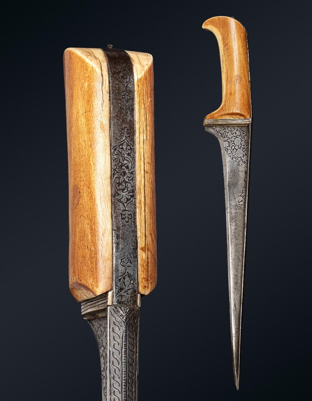 Beau PeshkabzInde, vers 1800Dague à poignée en ivoire soie en acier, lame droite à damas ondulé à