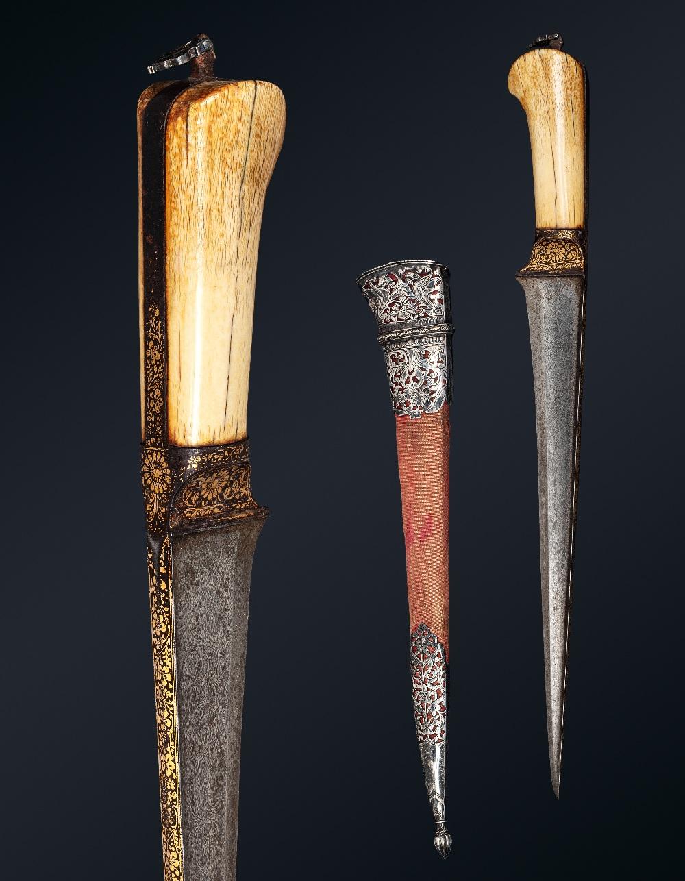 Peshkabz mogholInde, XVIIIe siècleA poignée en ivoire, garde, soie et dos de la lame incrustés d'