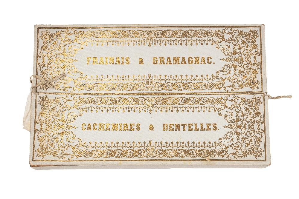 Châle aux bouquets de fleursCachemire ou Lyon, XIXe siècleEtoffe en coton fin à fond orangé, brodé - Image 2 of 2