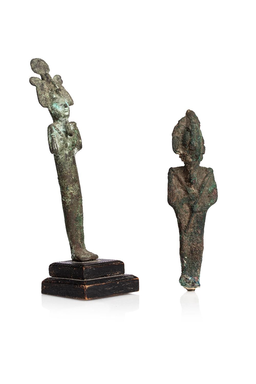 Lot de deux statuettes d'OsirisBronze à patine verte et crouteuse Plume, visage et pieds manquant