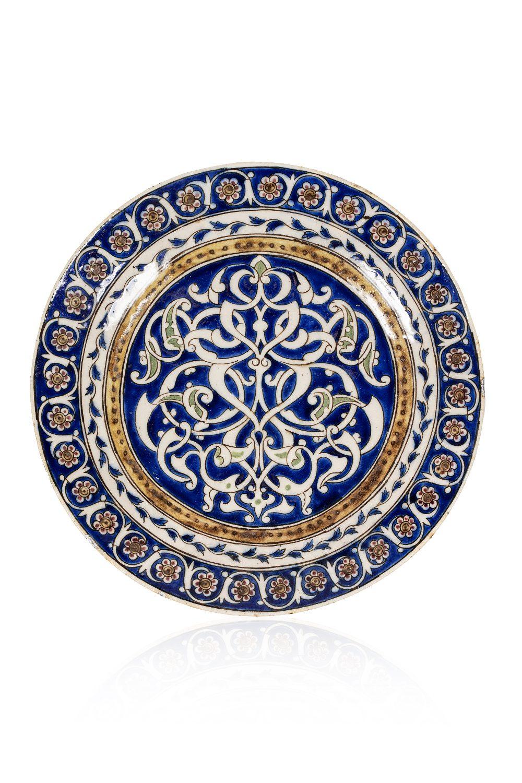 Plat QajarIran, vers 1880En céramique à décor émaillé en polychromie sous glaçure transparente. Le