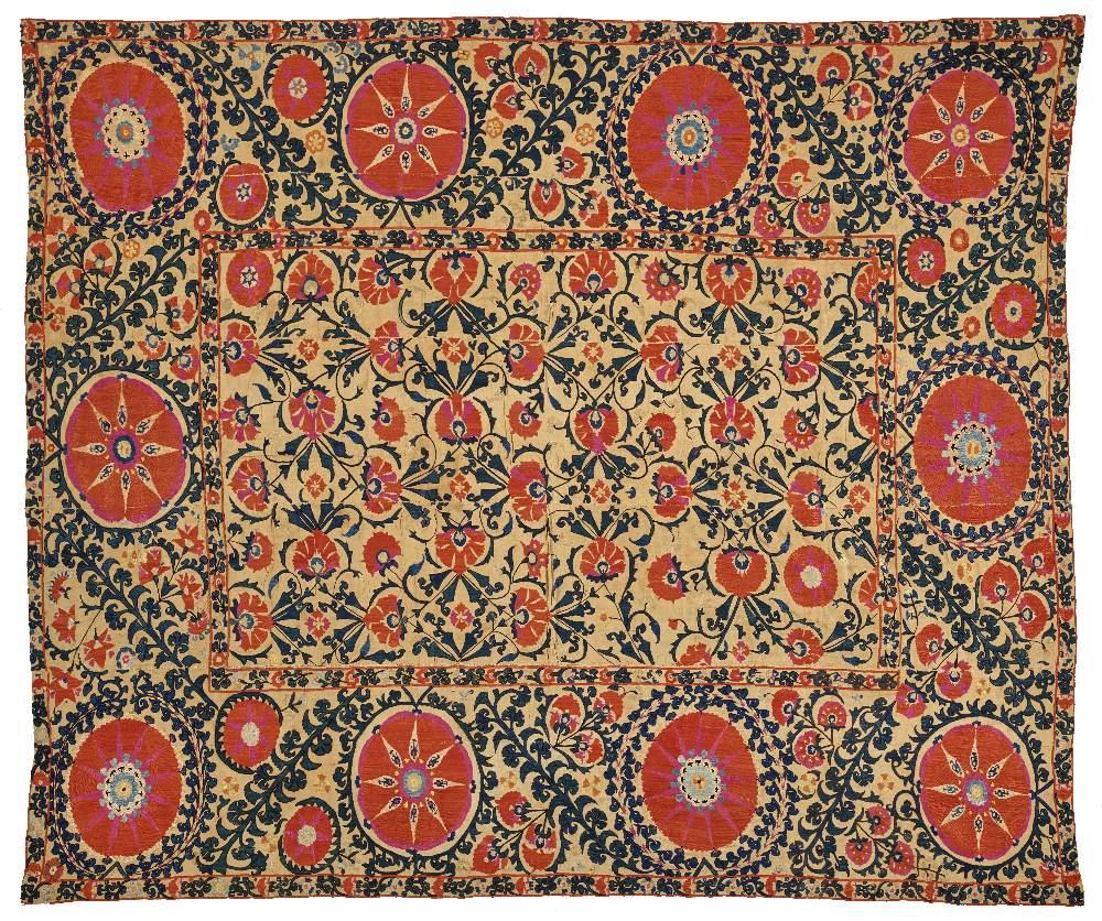 Splendide suzaniOuzbékistan, XIXe siècleTenture en coton brodé de fils de soie polychrome composée