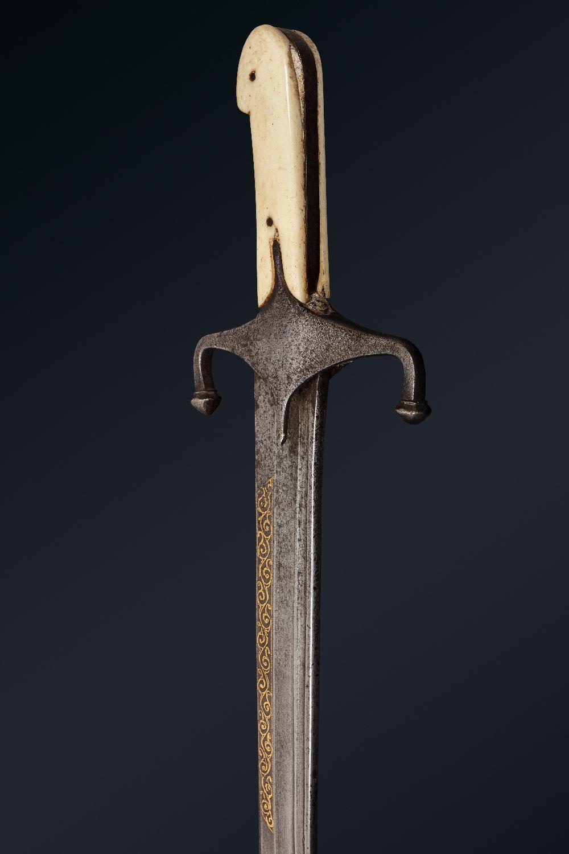 Kilidj pour l'ArabieIran, vers 1850 A poignée à plaquettes en os, à quillons inversés forte lame - Image 2 of 3