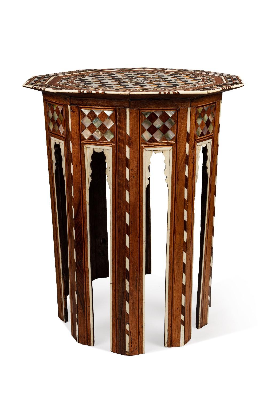 Grand guéridon ottomanTurquie, XVIIIe siècleTable de forme décagonale en bois incrusté de nacre, d' - Image 2 of 2