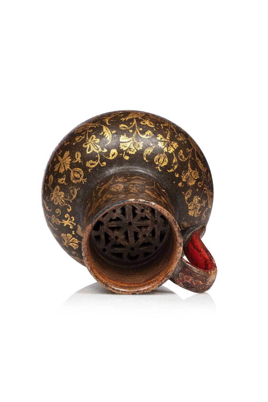 Verseuse ottomaneTurquie, vers 1800Jarre à panse globulaire et haut col tronconique, en terre - Image 3 of 3
