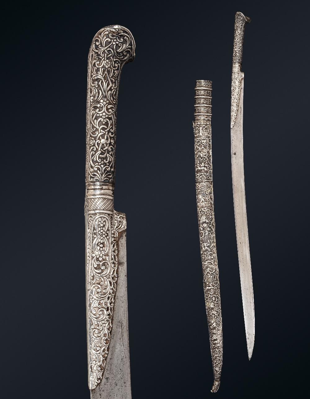 Beau Yatagan ottomanBalkans, daté 1218H (=1803)A poignée à oreillettes et garde en argent repoussé