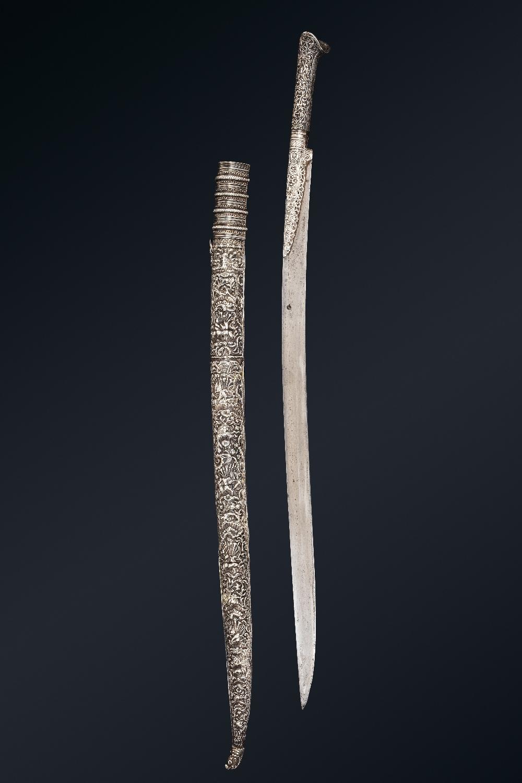 Beau Yatagan ottomanBalkans, daté 1218H (=1803)A poignée à oreillettes et garde en argent repoussé - Image 2 of 4