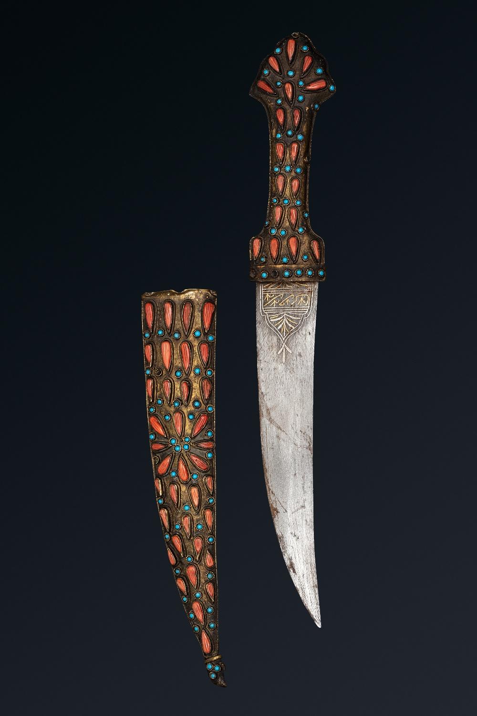 Dague ottomaneEmpire ottoman, fin XVIIIe - début XIXe siècleA poignée en laiton à décor de larmes de