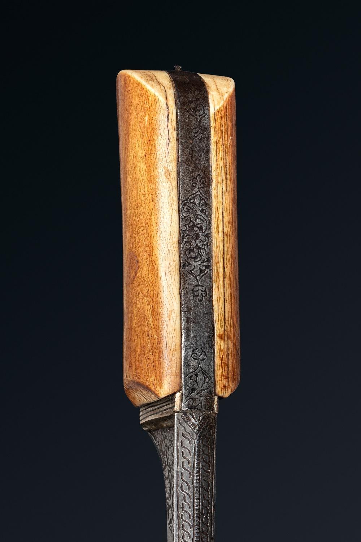 Beau PeshkabzInde, vers 1800Dague à poignée en ivoire soie en acier, lame droite à damas ondulé à - Image 3 of 3