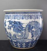Large Chinese porcelain aquarium with dragon decoration. Height : 42 cm. Diameter : 46 cm. Old