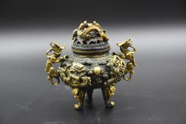 Chinese perfume burner in bronze with dragons. Height : 16 cm.