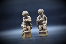 Couple of cherubs in carved wood XVIIIth century. Missing wings. Height : 22 cm.