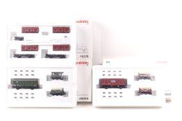 Märklin drei Wagen-SetsMärklin drei Wagen-Sets, 48691, 48690, mit Broschüre, 48270,