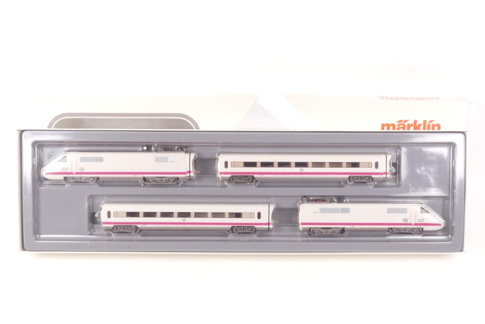 Märklin 3371Märklin 3371, vierteiliger ICE-Triebwagenzug, elektronische Umschaltung,