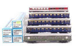 Märklin fünf D-Zug-WagenMärklin fünf D-Zug-Wagen, 4051, 4052/Farbabrieb Dachrand,
