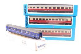 Märklin vier D-Zug-WagenMärklin vier D-Zug-Wagen, 4098, zwei 4224, 4362, sehr gut er