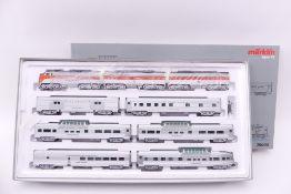 Märklin 26600, US Zug-Set `California Zephyr´, Dreifach-Lok F7 A+B+B, beklebt, entfernbar, sechs