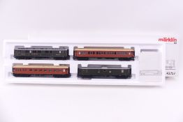 """Märklin 42757, Schnellzugwagen-Set """"Die goldenen Zwanziger"""", drei Mitropa-Wagen, ein DRG-"""