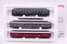 """Märklin 42942, Wagen-Set """"Riviera Express"""", drei Schnellzugwagen der DB bzw. FS, sehr gut"""