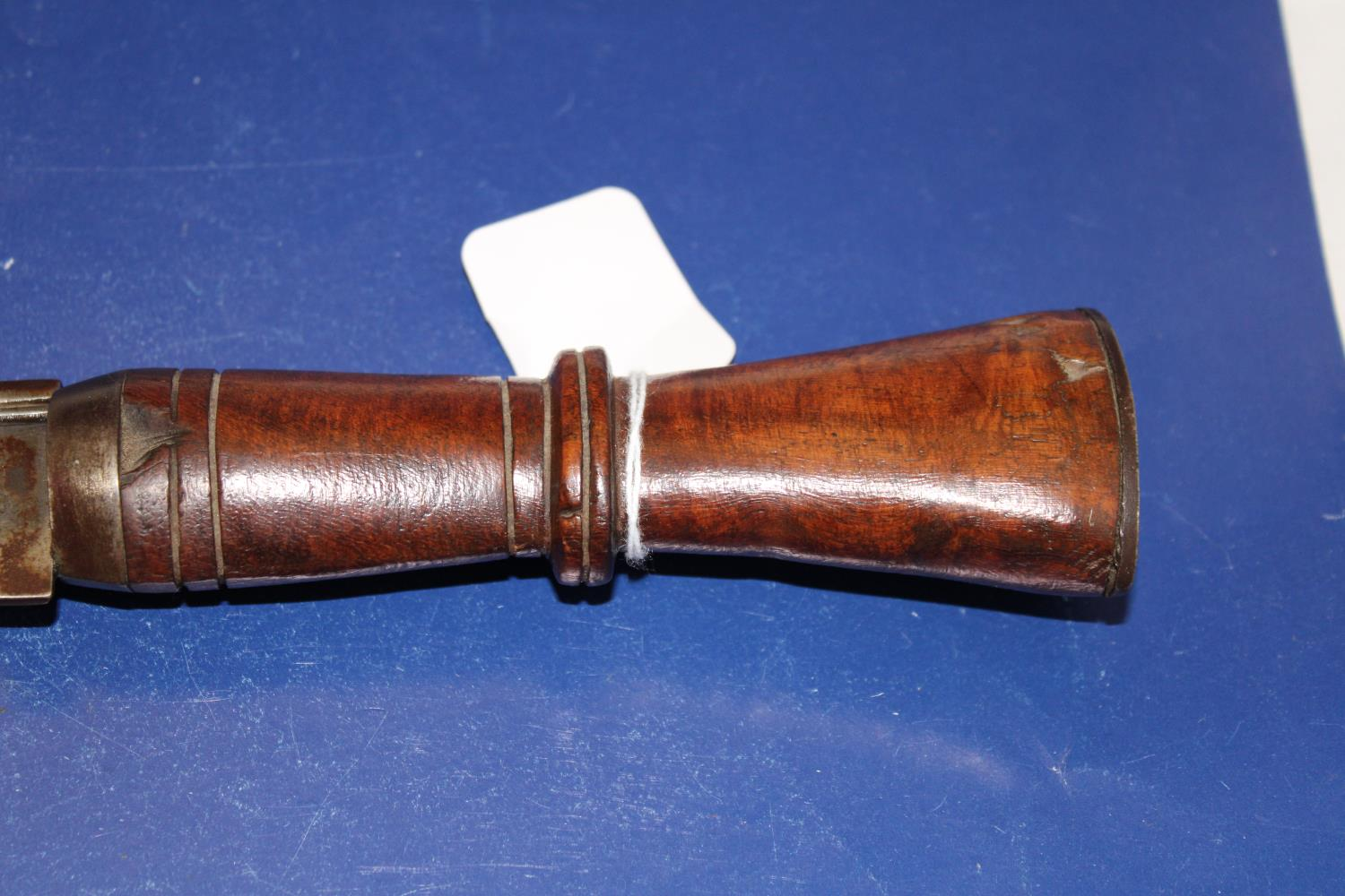 A large Kukri Gurka style knife with a wooden handle in a leather sheath Length of knife 46cm - Image 3 of 5