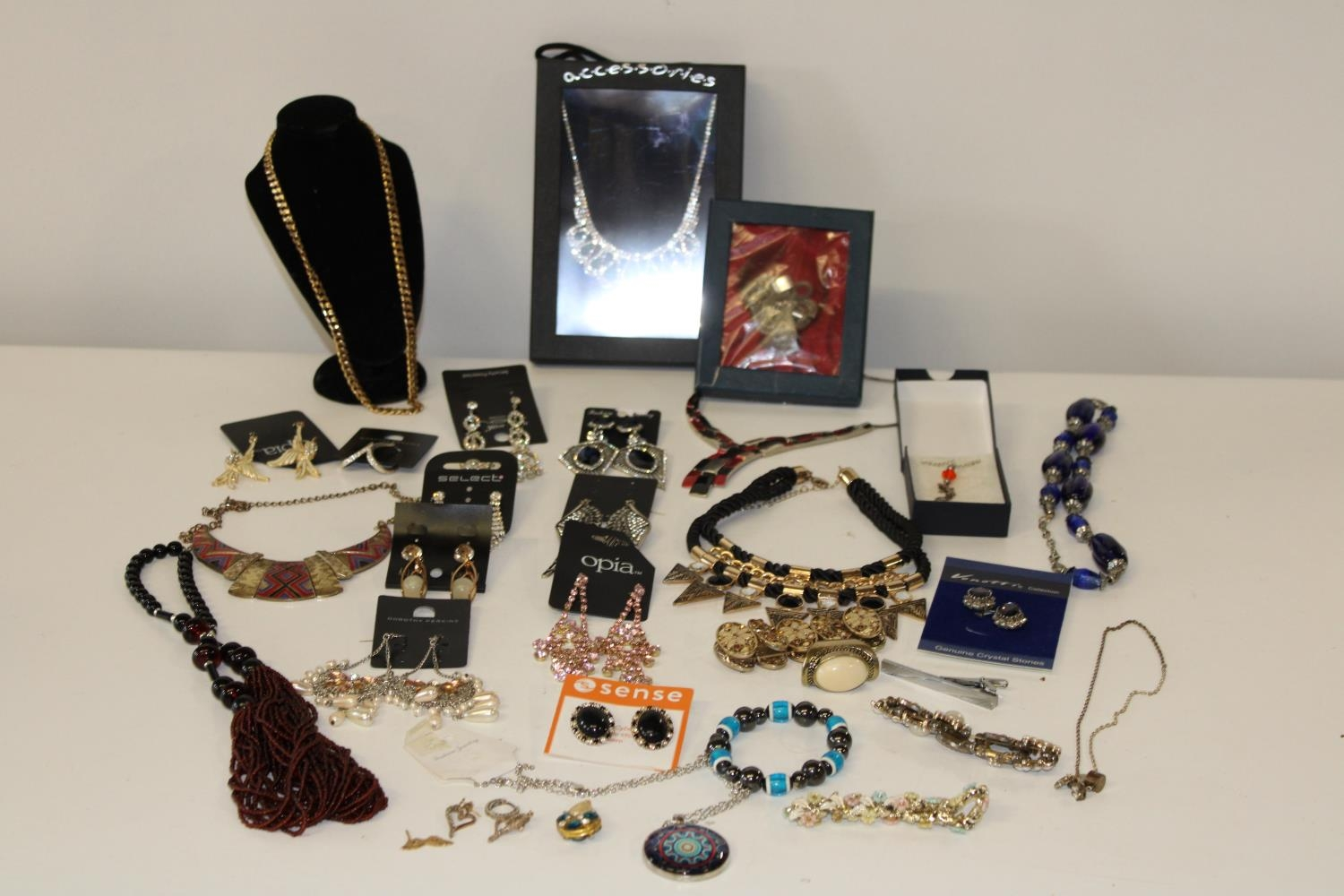 A job lot of new costume jewellery & other
