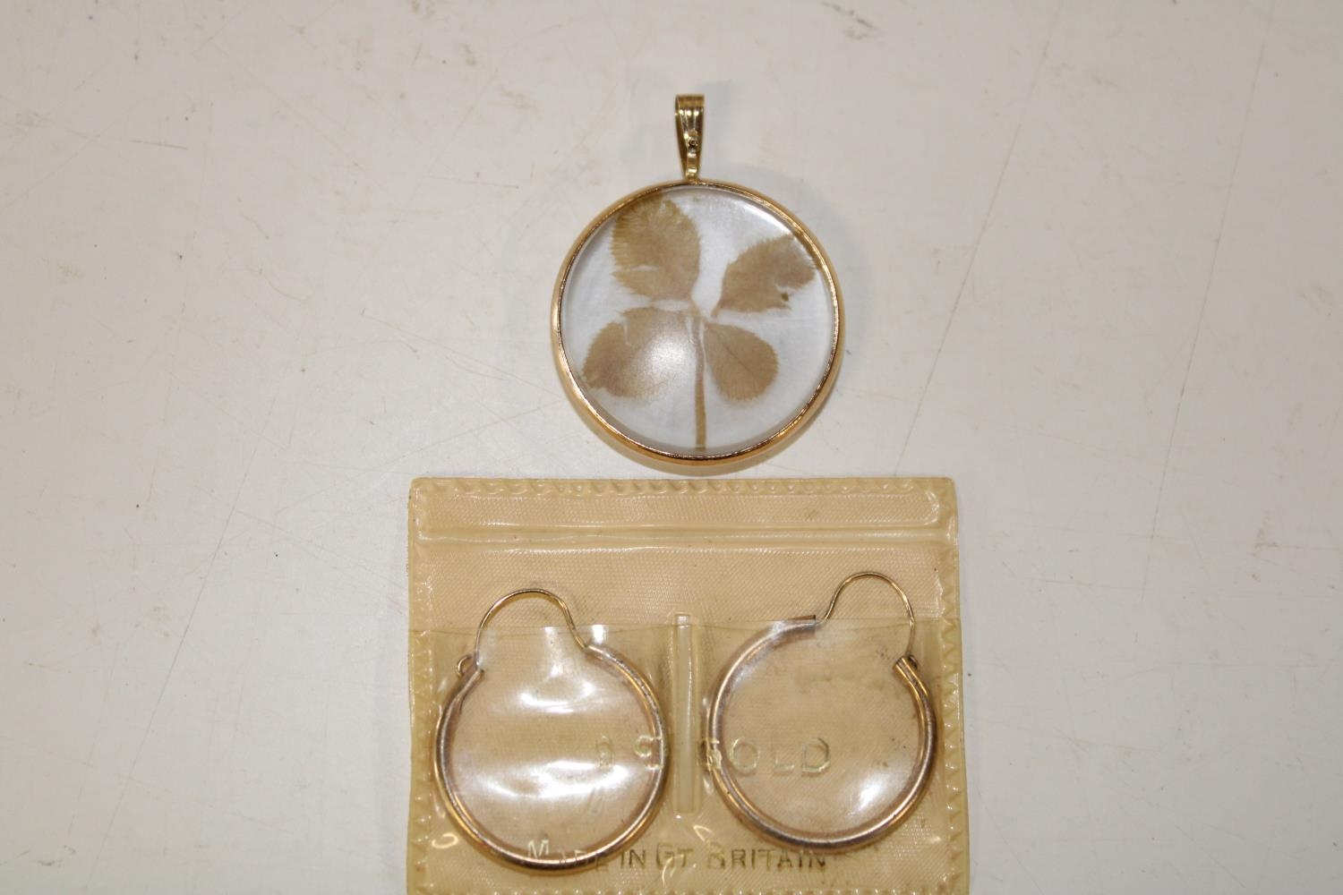 A pair of 9ct gold sleeper earrings & 9ct gold four leaf clover pendant 4.2 grams total