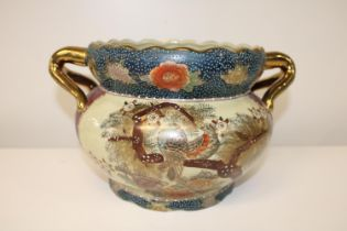 A hand decorated Oriental planter 19x20cm