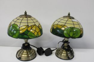 A pair of matching bedside lamps h31cm