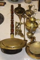 A good selection of assorted vintage brass ware