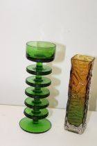 Two pieces of vintage art glass h20cm
