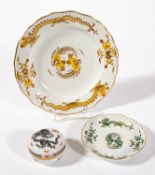 Meissen-Konvolut: runde Dose mit grauem Ming-Drachen (Ø 8 cm), Schälchen mit grünem Drachen (Ø 14