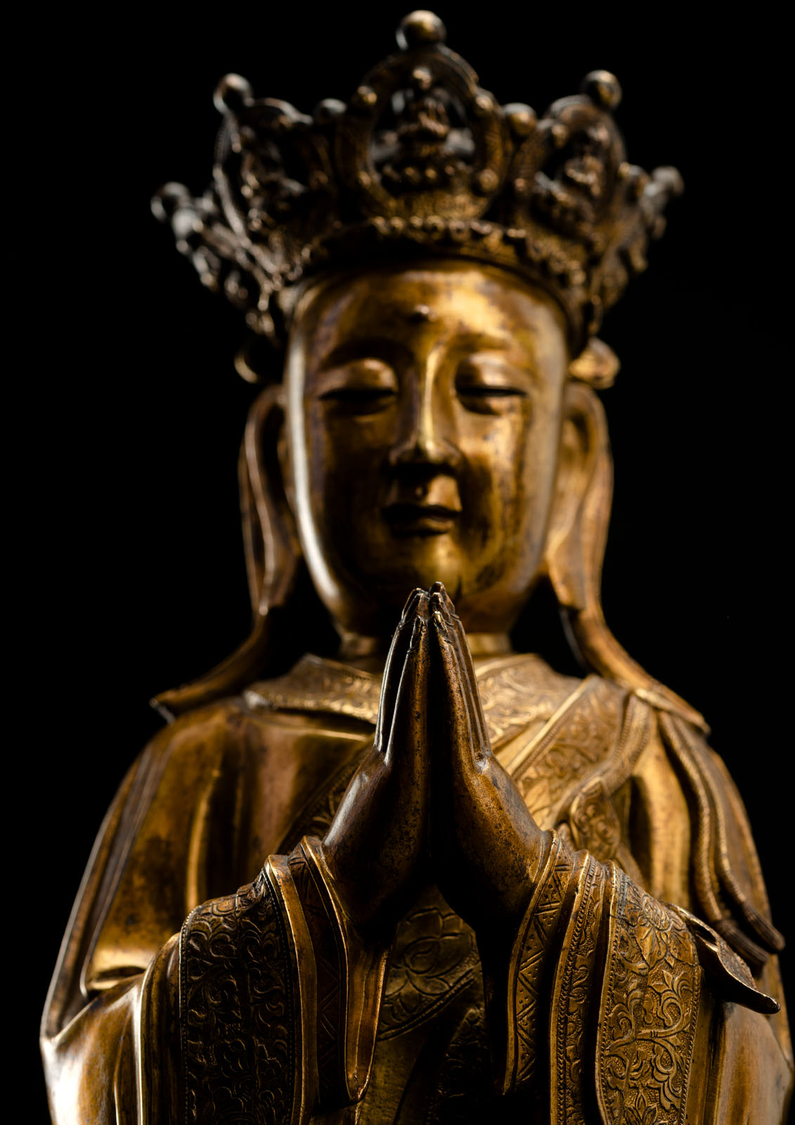 A FINE AND RARE GILT-BRONZE FIGURE OF ANANDA WITH CROWN - Image 5 of 5