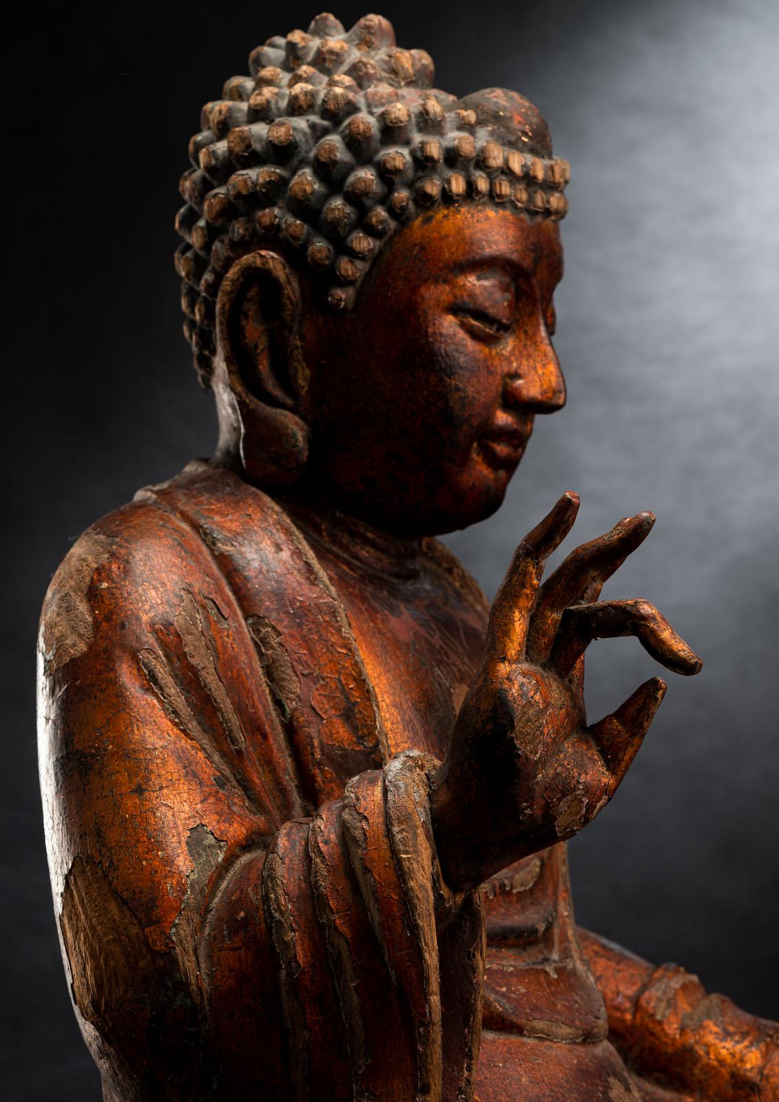 A GILT-LACQUERED CARVED WOOD FIGURE OF SEATED BUDDHA SHAKYAMUNI - Image 4 of 13