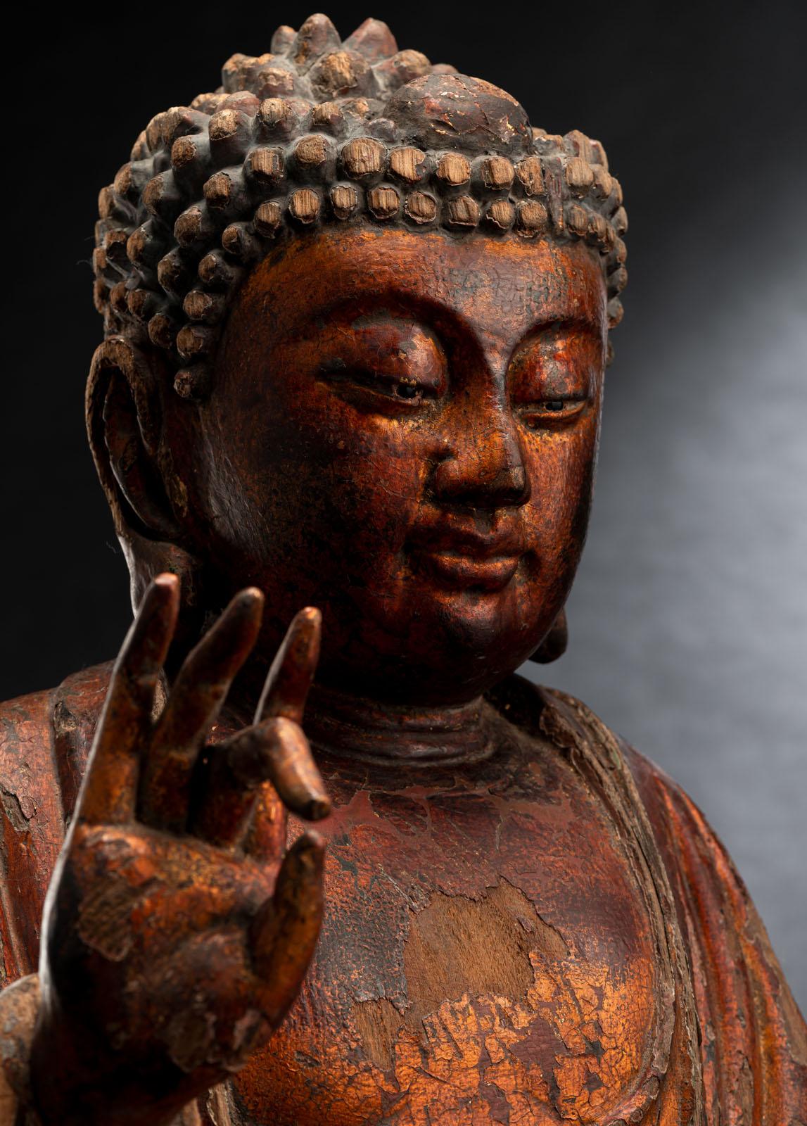 A GILT-LACQUERED CARVED WOOD FIGURE OF SEATED BUDDHA SHAKYAMUNI - Image 5 of 13