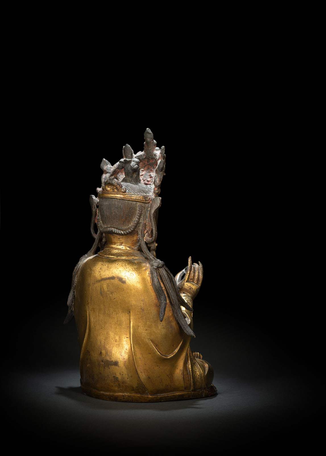 A GILT-BRONZE FIGURE OF SEATED GUANYIN - Image 2 of 10