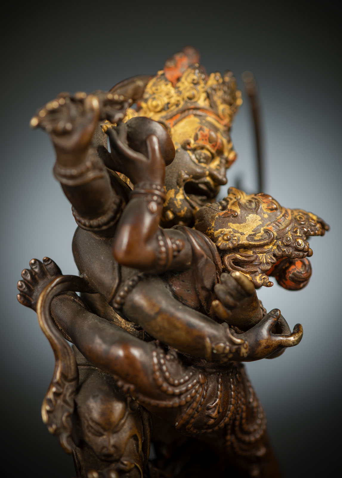A RARE BRONZE EMANATION OF VAJRAPANI ON A LOTUS - Image 4 of 10