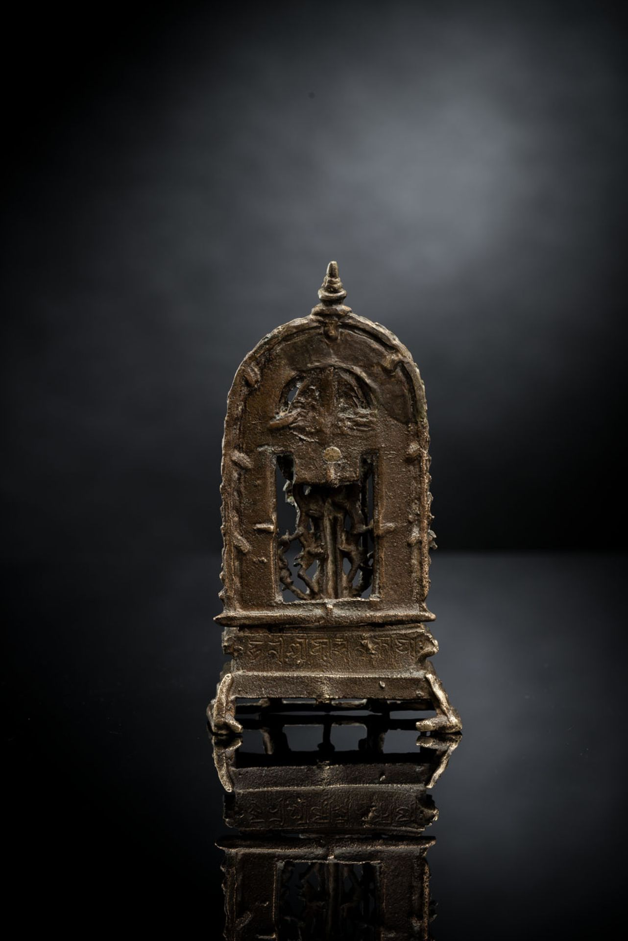 A BRONZE FIGURE OF VISHNU - Image 2 of 4