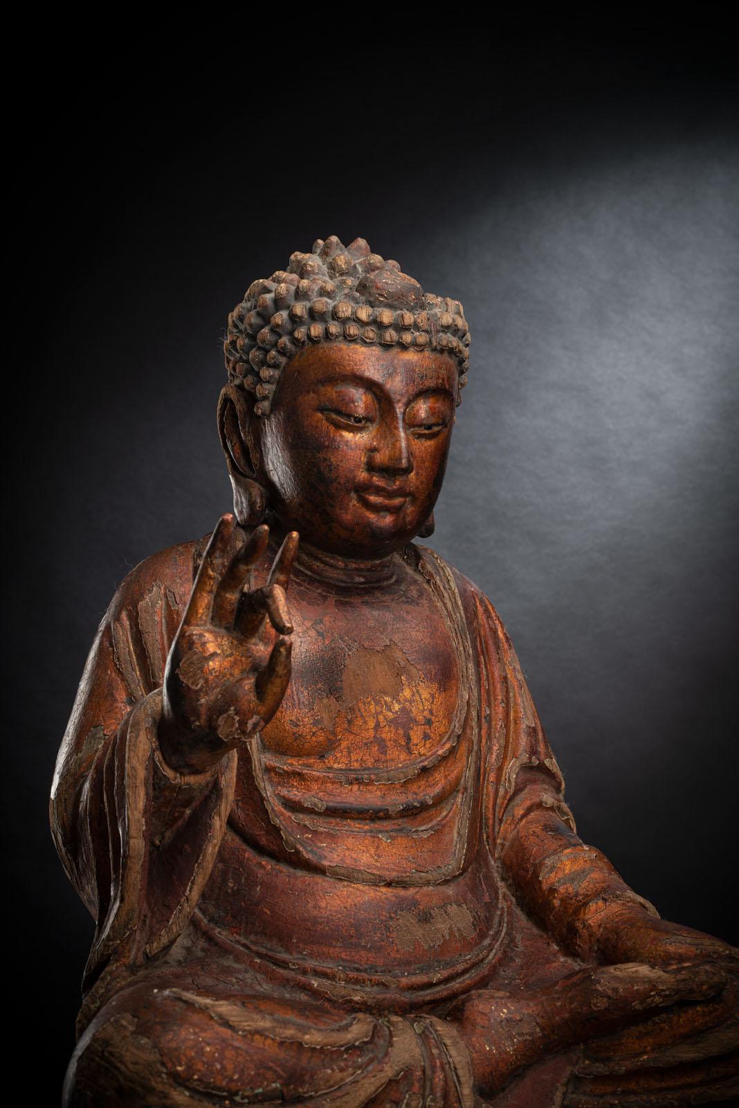 A GILT-LACQUERED CARVED WOOD FIGURE OF SEATED BUDDHA SHAKYAMUNI - Image 3 of 13