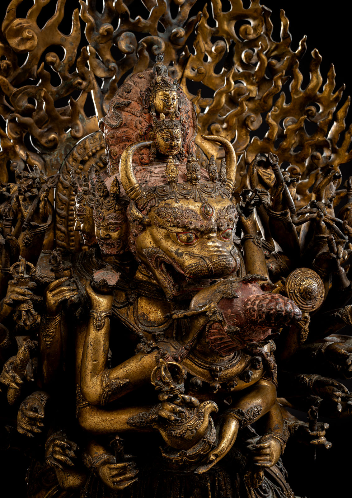 A HIGHLY IMPORTANT MONUMENTAL IMPERIAL GILT-BRONZE FIGURE OF VAJRABHAIRAVA - Image 4 of 8