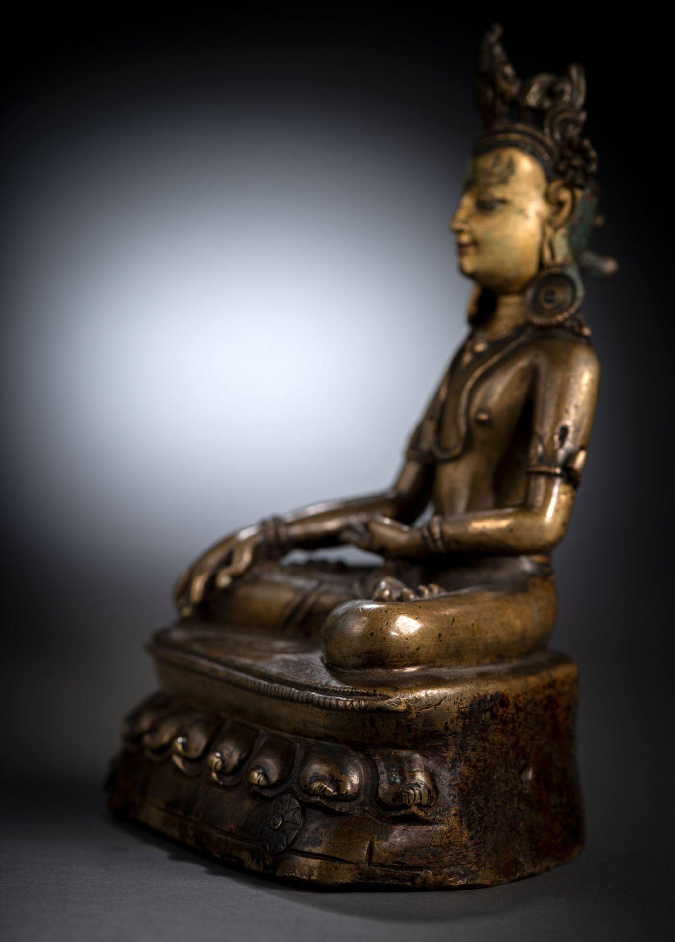 A FINE BRONZE FIGURE OF BUDDHA SHAKYAMUNI - Image 3 of 3